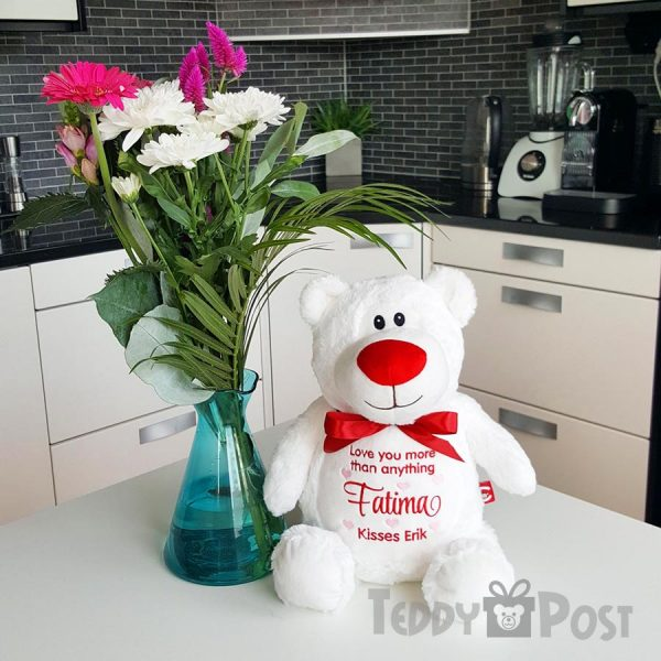 Kärleksnalle med blommor
