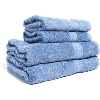 Ljusblå handduk med namn