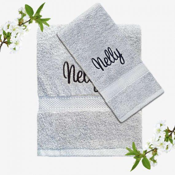 Grå handduk med namn