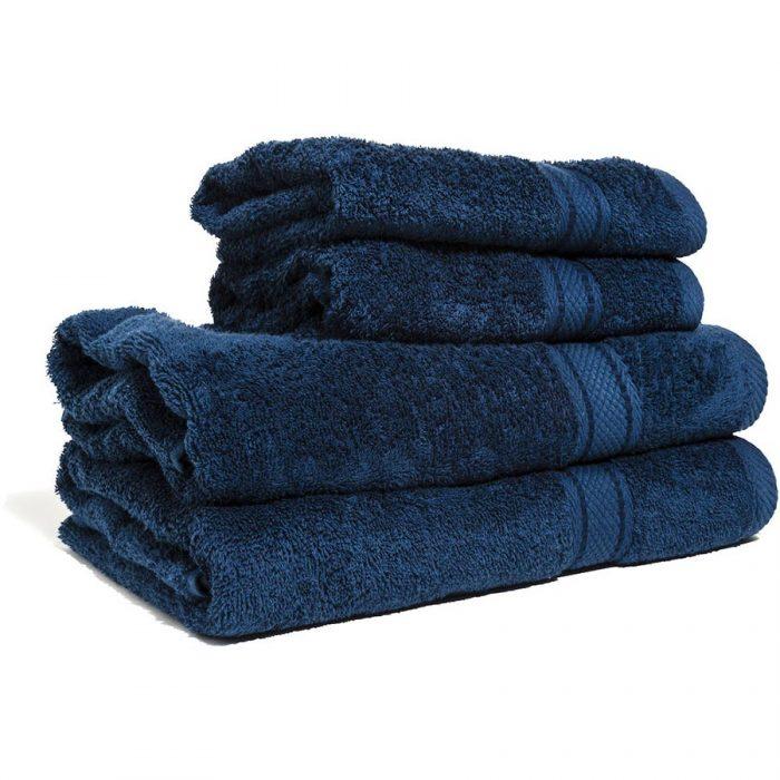 Marinblå handduk med namn