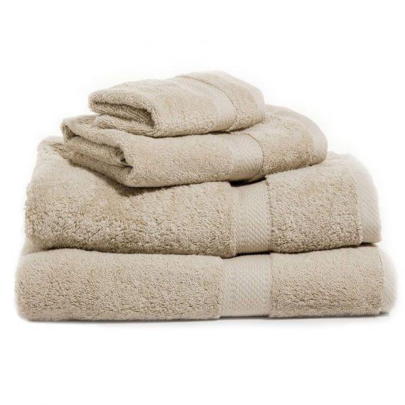 Sandfärgad handduk med namn