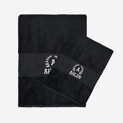 Svart handduk med namn