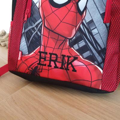 Ryggsäck med namn broderat Spindelmannen