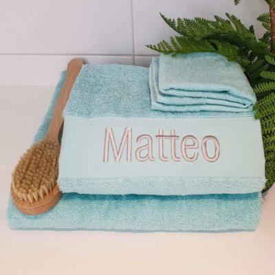 Mintfärgad handduk med namn